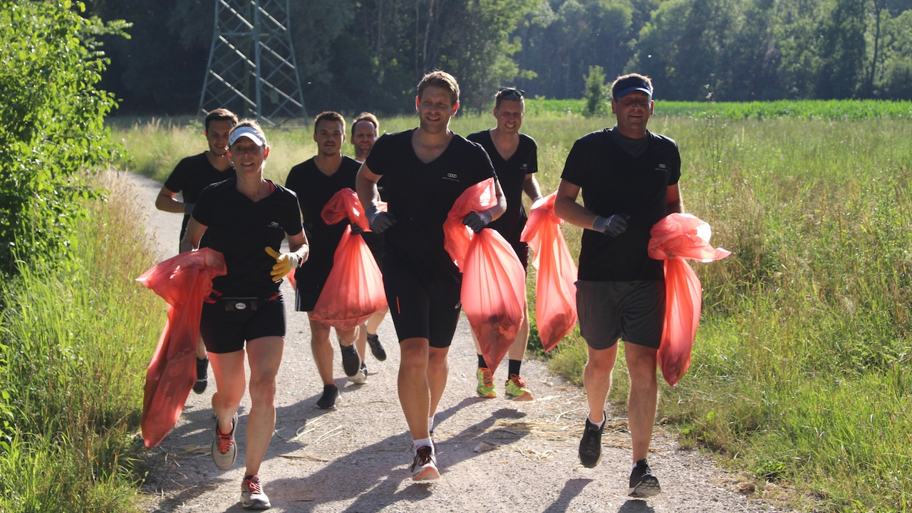 Jogging and collecting trash – trendy sport